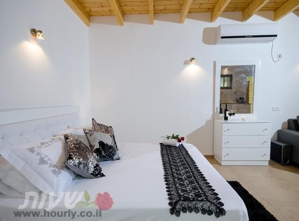 פנים החדר בפרדס   חדרים במישור החוף